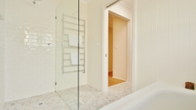 bathroom-1280x844